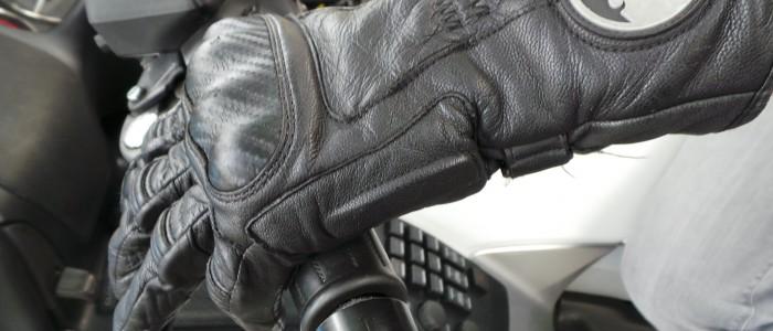 le port de gants obligatoire en moto et en scooter urbandriver. Black Bedroom Furniture Sets. Home Design Ideas