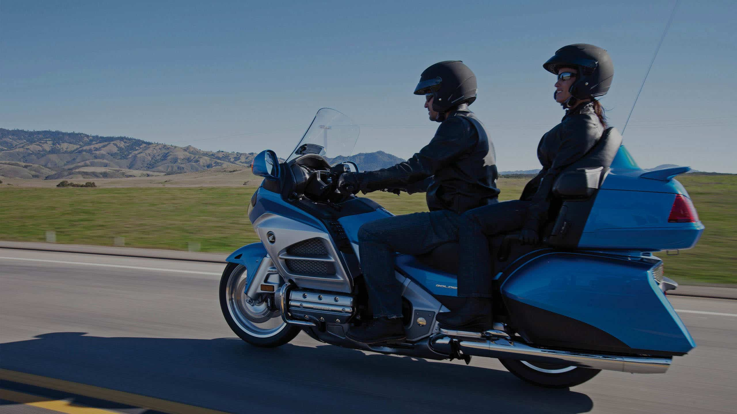 Moto Honda Goldwing avec chauffeur et passager